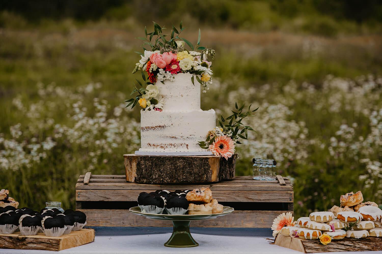 Wedding Deserts in Flower Space